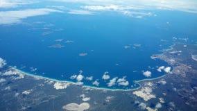 Widok z lotu ptaka ocean linii brzegowej chmury i niebo Obrazy Royalty Free