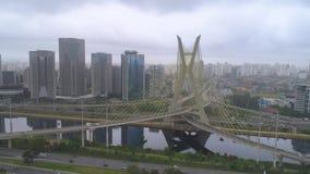 Widok z lotu ptaka Octavio Frias De Oliveira Przerzucający most, punkt zwrotny w Sao Paulo duży miasto w Brazylia zbiory