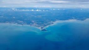 Widok Z Lotu Ptaka od samolotu Denny brzeg i miasto w zwrotnikach Portowy Dickson, Malezja, blisko Kuala Lumpur lotniska międzyna obraz stock