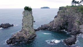 Widok z lotu ptaka Oedolgae skała przy Jeju wyspą, Południowy Korea zdjęcie wideo