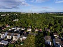 Widok z lotu ptaka otoczenia i wioska Andernach w Niemcy na pogodnym letnim dniu z niebieskim niebem Zdjęcie Royalty Free