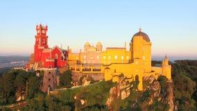 Widok z lotu ptaka parkowy i Krajowy pałac Pena, Portugalia zdjęcie wideo