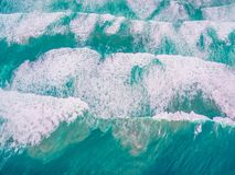 Widok z lotu ptaka - patrzeć w dół na wolności ocean fala zdjęcie stock