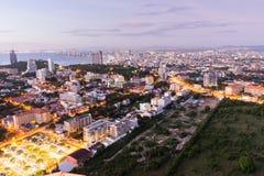 Widok z lotu ptaka Pattaya miasto przy półmrokiem zdjęcie royalty free