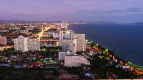 Widok z lotu ptaka Pattaya miasto przy półmrokiem Obrazy Royalty Free