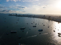 Widok z lotu ptaka Pattaya morze z ranku wschodem słońca i miasto Zdjęcie Stock