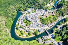 Widok z lotu ptaka pewny, średniowieczny miasteczko w Luksemburg, dominującym kasztelem, kanton Wiltz w Diekirch zdjęcie stock