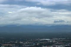 Widok z lotu ptaka piękna góra z biel chmury krajobrazem w Prachuap Khiri Khan, Tajlandia obraz stock