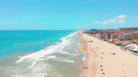 Widok z lotu ptaka piękne plaże Costa Blanco, Hiszpania zdjęcie wideo