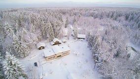 Widok z lotu ptaka piękny biały miasto w śniegu zbiory wideo