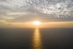 Widok z lotu ptaka piękny morze i zmierzch zdjęcie royalty free