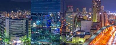 Widok z lotu ptaka piękny nocy miasta głąbik, Japonia zdjęcia royalty free