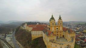 Widok z lotu ptaka, piękny stary katolicki opactwa podwórze, barok stylowa architektura zbiory wideo