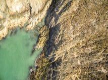 Widok z lotu ptaka piękny wybrzeże przy Amlwch Walia, Zjednoczone Królestwo, - Zdjęcie Royalty Free