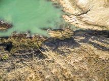 Widok z lotu ptaka piękny wybrzeże przy Amlwch Walia, Zjednoczone Królestwo, - Zdjęcie Stock