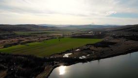 Widok z lotu ptaka piękny jezioro w Bulgaria zdjęcie wideo