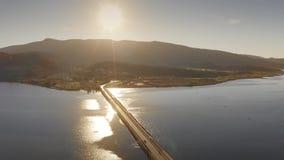 Widok z lotu ptaka pi?kny Monte Argentario i tama przy morzem w wiecz?r, W?ochy zbiory