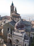 widok z lotu ptaka Piazza Duomo i bazylika w Bergamo zdjęcia stock