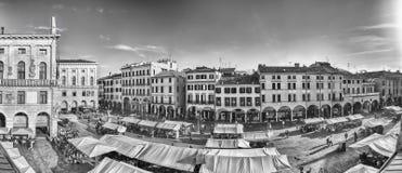 Widok z lotu ptaka piazza Erbe, targowy kwadrat w Padua, Włochy Zdjęcie Stock