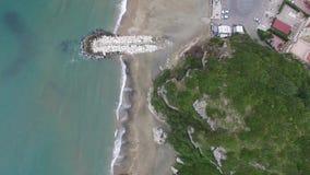 widok z lotu ptaka Plaża Marina Di Minturno miasteczko, region Lazio Włochy 4K zdjęcie wideo