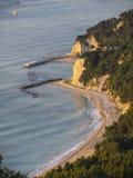 Widok z lotu ptaka plażowy Urbani, Numana, Conero, Marche, Włochy Obrazy Stock