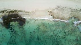 Widok z lotu ptaka plaża i rafa Zdjęcie Royalty Free