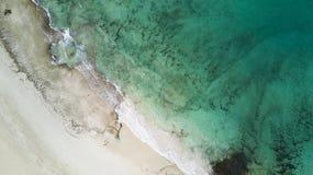 Widok z lotu ptaka plaża i rafa Zdjęcia Stock