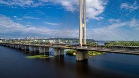 Widok z lotu ptaka Południowy most Widok z lotu ptaka Południowego metra kablowy most Kijów, Ukraina Obrazy Royalty Free