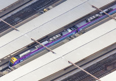 Widok z lotu ptaka pociąg w staci kolejowej Obrazy Stock