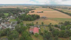 Widok z lotu ptaka podmiejscy domy Niemcy 4K zbiory