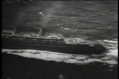 Widok z lotu ptaka podróżuje przez ocean statek zdjęcie wideo