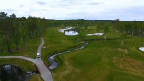 Widok z lotu ptaka pole golfowe, stawy i zieleń gazony pole golfowe, Piasków bunkiery przy pięknym polem golfowym Fotografia Stock