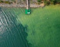 Widok z lotu ptaka ponton na jeziorze fotografia royalty free