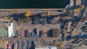 Widok z lotu ptaka portowy schronienie z molem i miejsce składowania Importowy eksport, transport towary fotografia stock