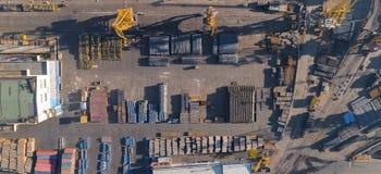Widok z lotu ptaka portowy schronienie z molem i miejsce składowania Importowy eksport, transport towary obrazy royalty free