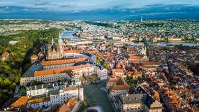 Widok z lotu ptaka Praga miasto od Petrin wzgórza strony fotografia royalty free