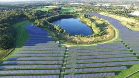 Widok z lotu ptaka prawdopodobnie piękna photovoltaic elektrownia zbiory wideo