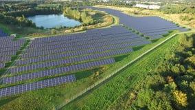 Widok z lotu ptaka prawdopodobnie pi?kna photovoltaic elektrownia zbiory wideo