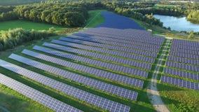 Widok z lotu ptaka prawdopodobnie pi?kna photovoltaic elektrownia zbiory