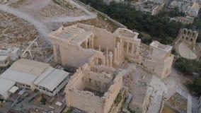 Widok z lotu ptaka Propylaea brama w akropolu Ateny antyczna cytadela w Grecja zdjęcie wideo