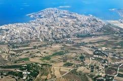 Widok z lotu ptaka przy Malta Bugibba od samolotu zdjęcia stock