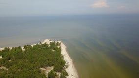 Widok z lotu ptaka przylądek Kolka, morze bałtyckie, Latvia zbiory wideo