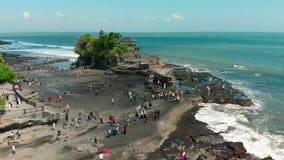 Widok z lotu ptaka Pura Tanah udziału świątynia w Tabanan, Bali, Indonezja 4K zbiory