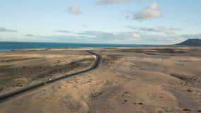 Widok z lotu ptaka pustynna droga zbiory wideo