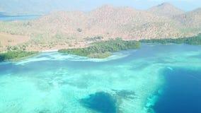Widok z lotu ptaka rafa i wyspa w Indonezja zbiory