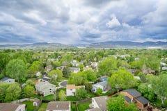 Widok z lotu ptaka resdential teren i pogórza zdjęcia royalty free