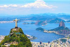 Widok z lotu ptaka Rio De Janeiro z Chrystus odkupicielem i Corcovado górą fotografia stock