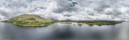 Widok z lotu ptaka ruiny historyczny Kilchurn Loch i kasztelu respekt obraz royalty free