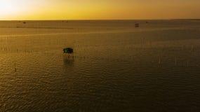 Widok z lotu ptaka rybaka ` s dom w mrocznym czasie, Tajlandia Zdjęcie Stock