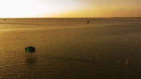 Widok z lotu ptaka rybaka ` s dom w mrocznym czasie, Tajlandia Obrazy Stock